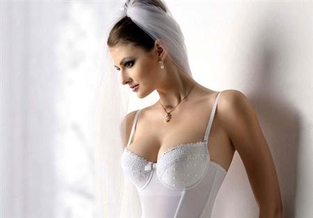 Bí quyết chọn nội y ngày cưới