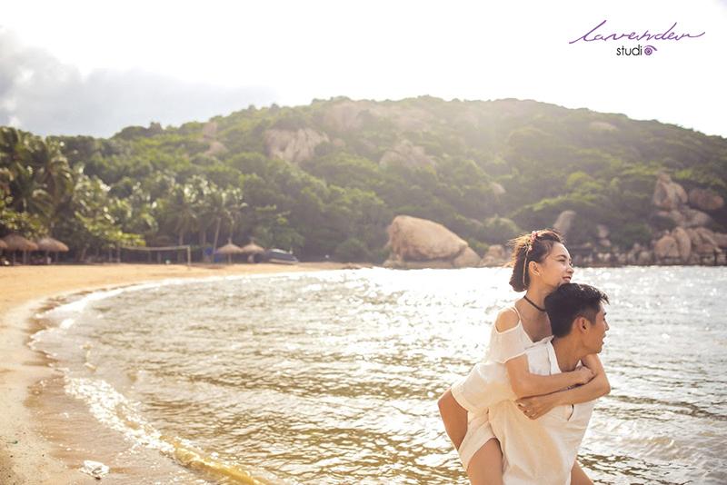 chụp hình cưới tại hòn chồng nha trang