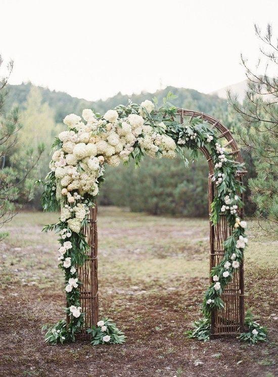 cổng hoa cưới cổ điển