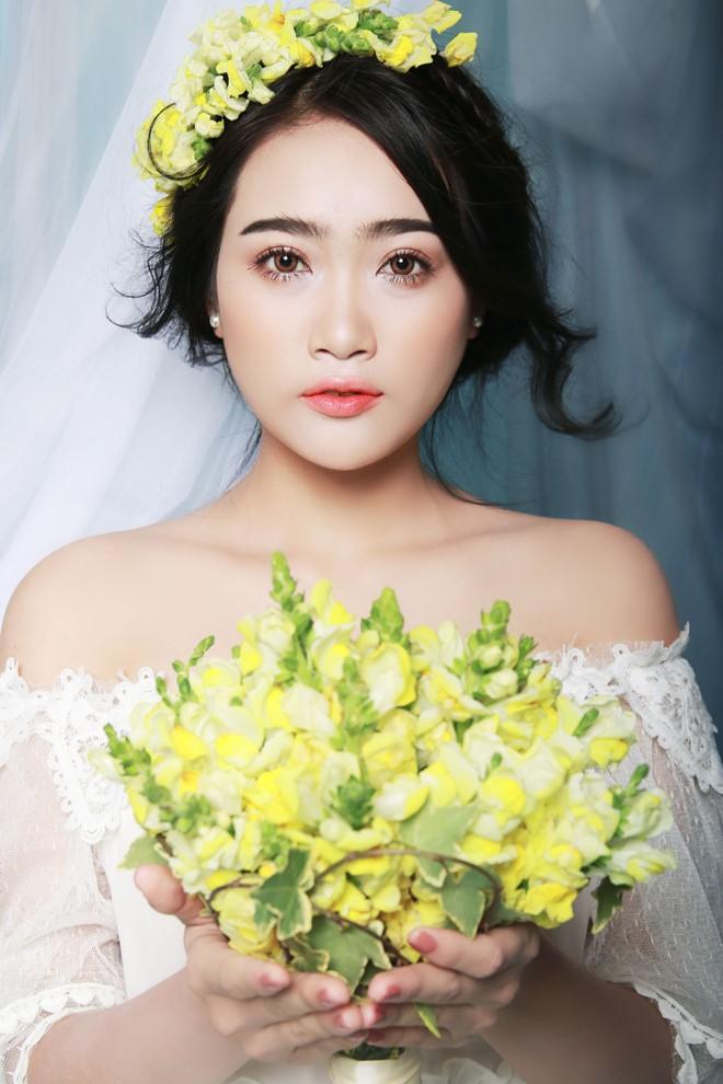 trang điểm giản dị với váy cưới