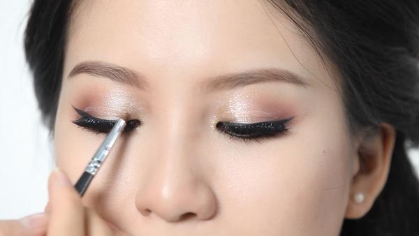 trang điểm mắt ánh kim