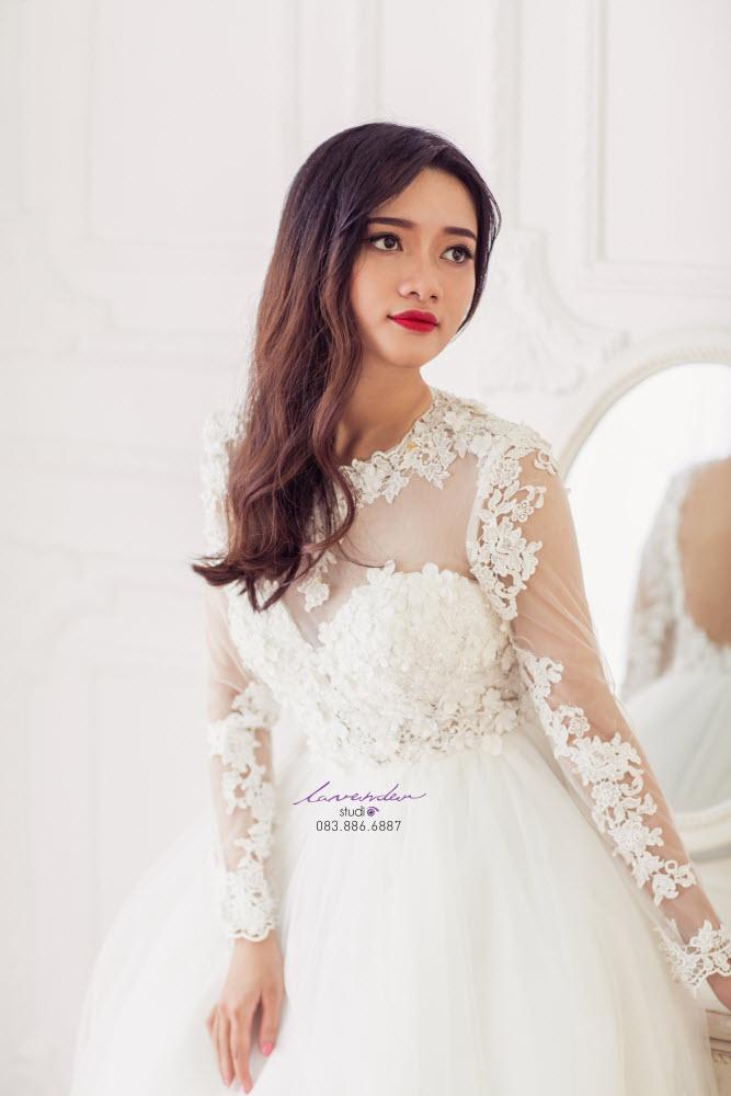 váy cưới có ống tay cách điệu