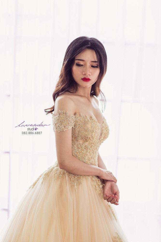 váy cưới vàng ánh