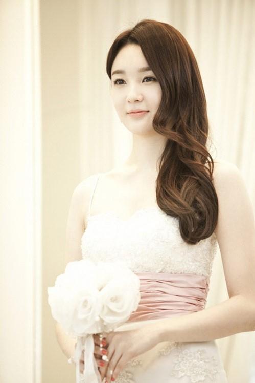 3 phong cách trang điểm cô dâu ngày cưới 2