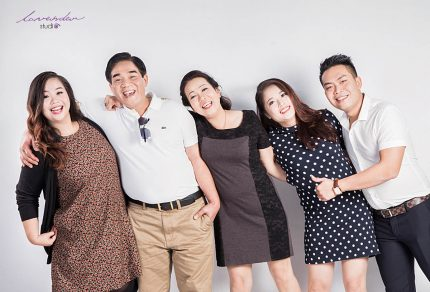 Bộ ảnh gia đình hạnh phúc tại Lavender Studio